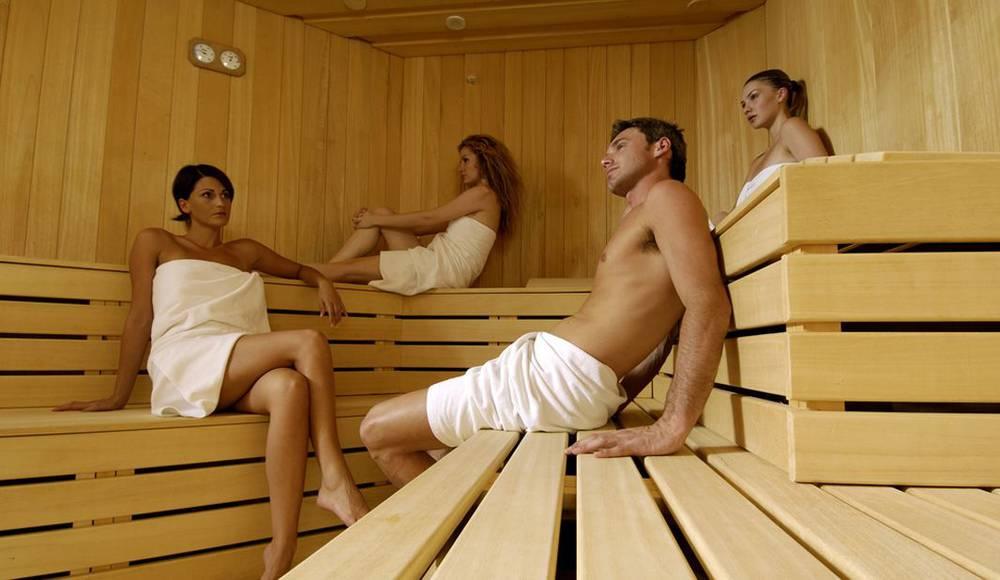 prostitutki-murmanska-erik-otdihaet-s-druzyami-v-saune-dve
